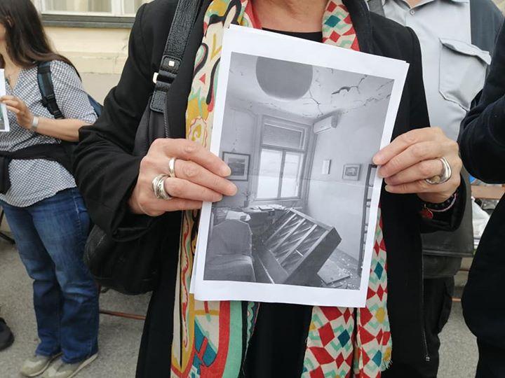 Stiže sve više fotografija devastiranih domova. …